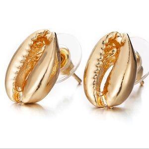 Jewelry - Shell Stud Earrings
